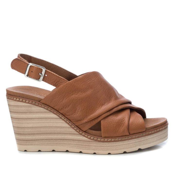 Sandalia marrón mujer